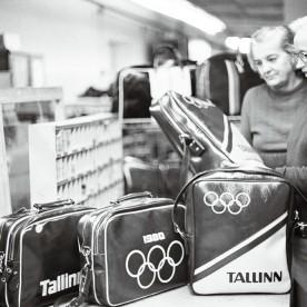 Käimas on kibe valmistumine 1980. aasta Moskva olümpiamängude purjeregatiks, mis toimus Tallinnas. Olümpiatemaatikaga kottide õmblemine 1977. aastal.